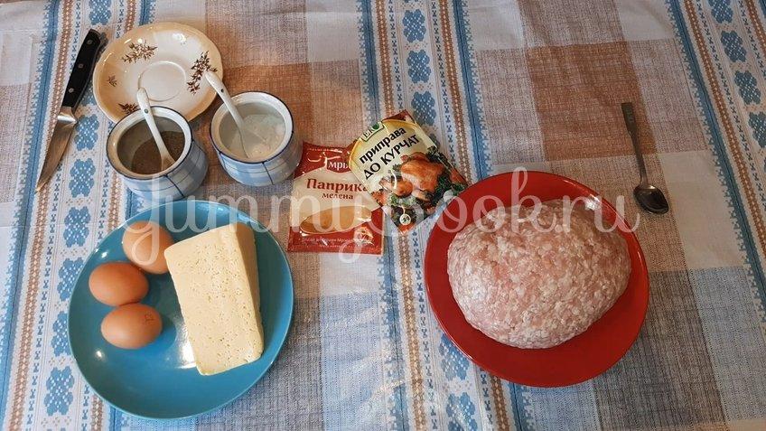 Куриный рулет с сыром и яйцом - шаг 1