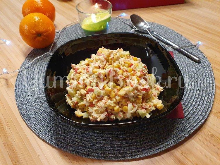 Салат с крабовыми палочками и свежим огурцом - шаг 7