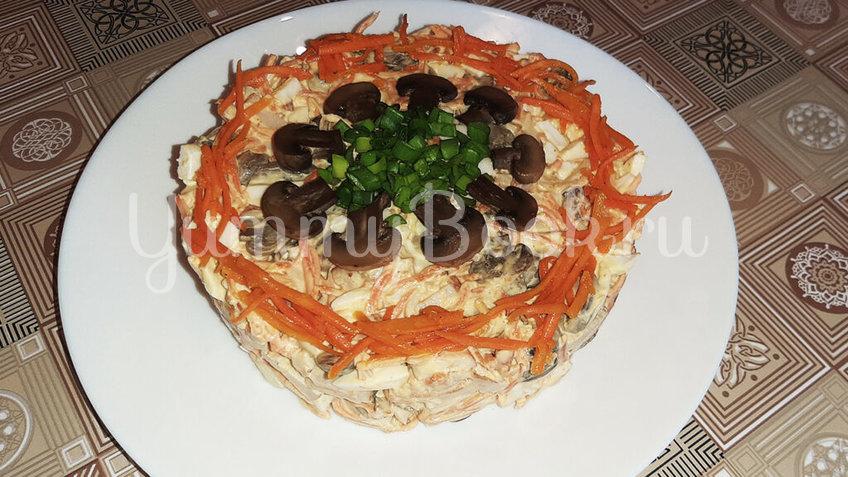 Салат с копченой курицей, грибами и морковью по-корейски - шаг 4