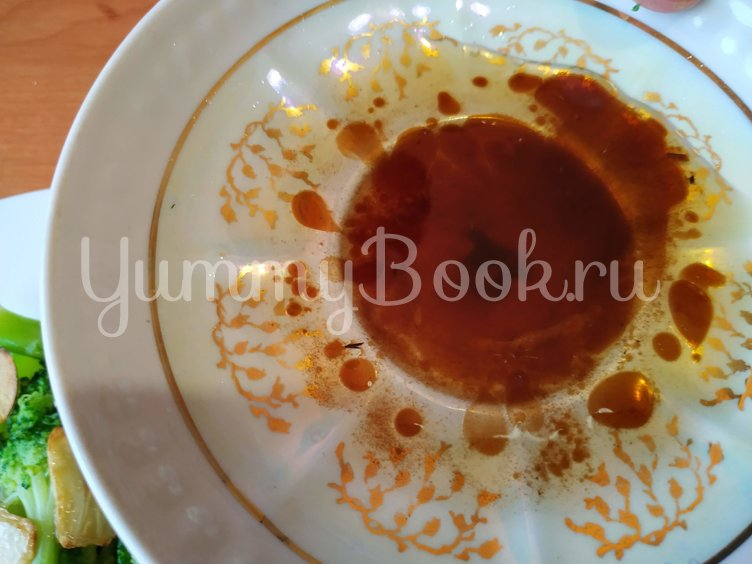 Салат из брокколи с чесночными чипсами - шаг 4