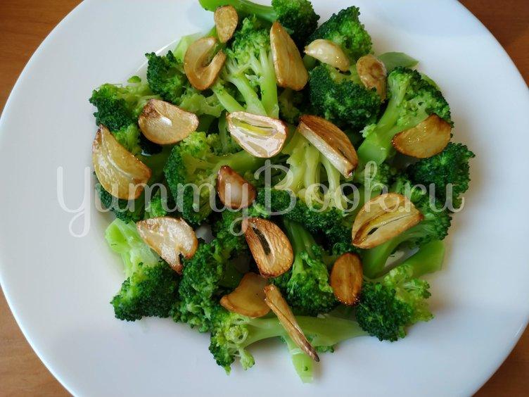 Салат из брокколи с чесночными чипсами - шаг 5