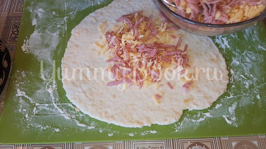 Сырные лепешки на кефирном тесте с начинкой - шаг 2