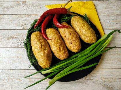 Домашние колбаски из фарша в духовке