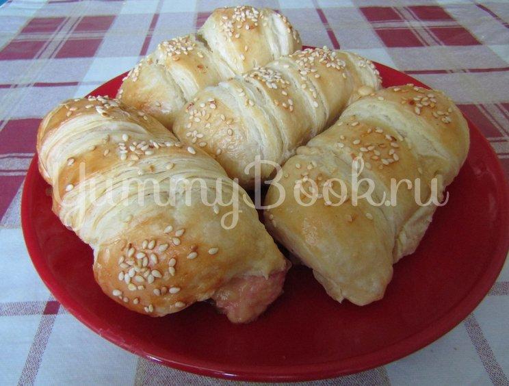 Сосиски с сыром в слоеном тесте - шаг 3