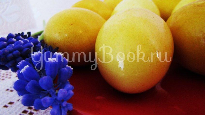 Как покрасить яйца на Пасху куркумой - шаг 3