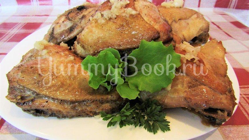 Куриные бёдра с чесноком на сковороде - шаг 3