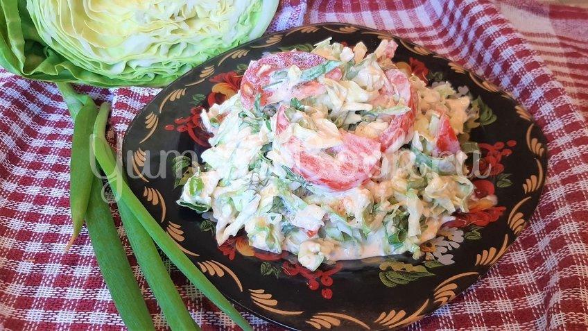 Салат из молодой капусты с помидорами и сыром - шаг 3
