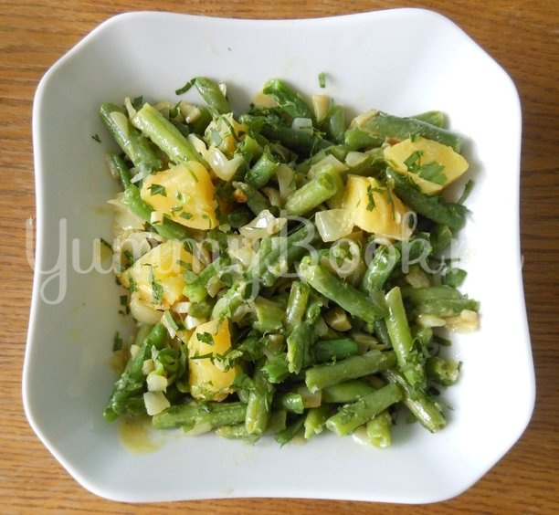Тёплый салат с стручковой фасолью - шаг 13