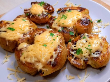 Запеченный молодой картофель