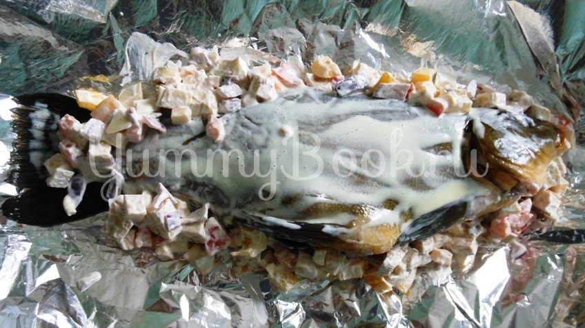 Линь, фаршированный овощами и запечённый в духовке - шаг 12