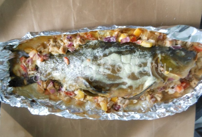 Линь, фаршированный овощами и запечённый в духовке - шаг 13