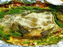 Линь, фаршированный овощами и запечённый в духовке
