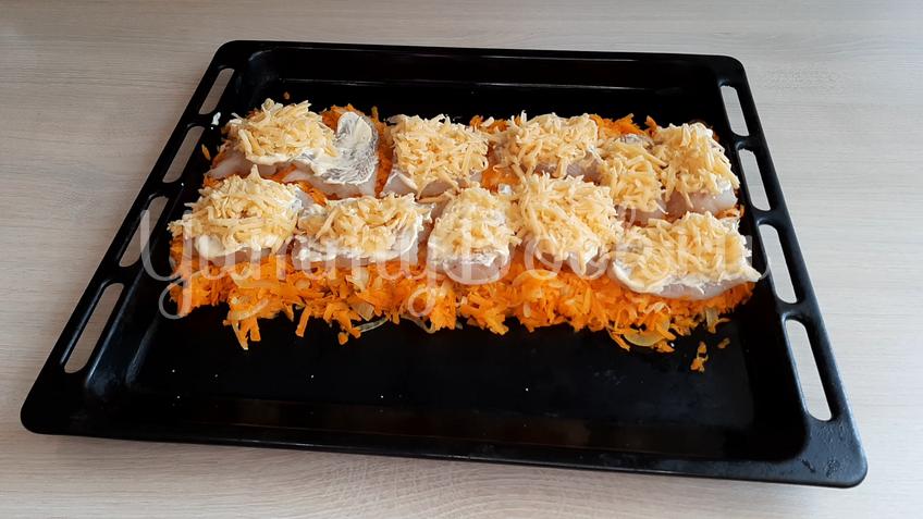 Филе минтая с морковкой в духовке - шаг 10
