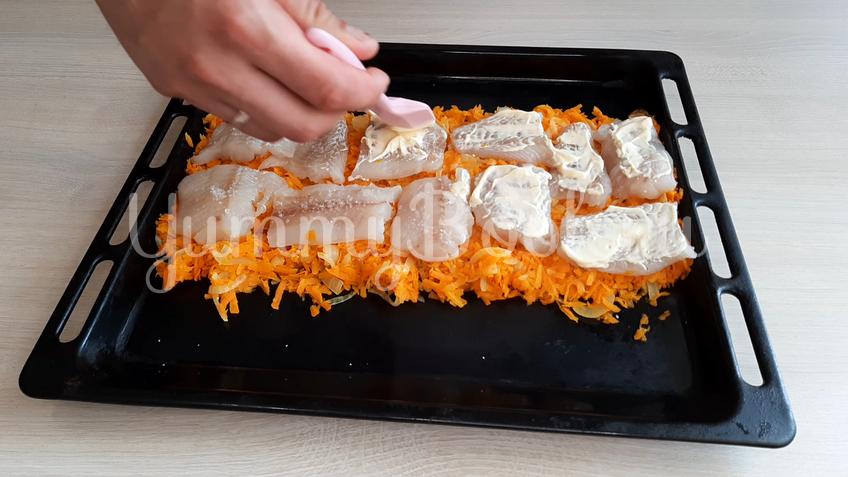 Филе минтая с морковкой в духовке - шаг 9