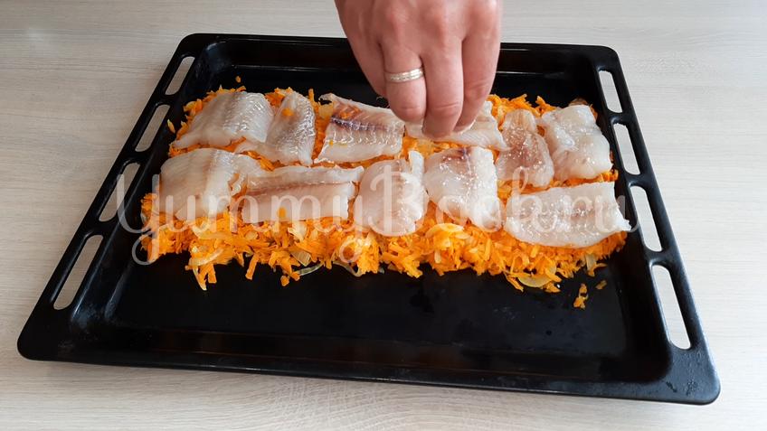 Филе минтая с морковкой в духовке - шаг 8