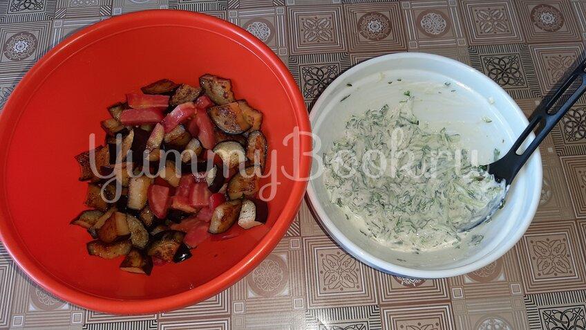 Салат с баклажанами, помидорами и огурцами - шаг 2
