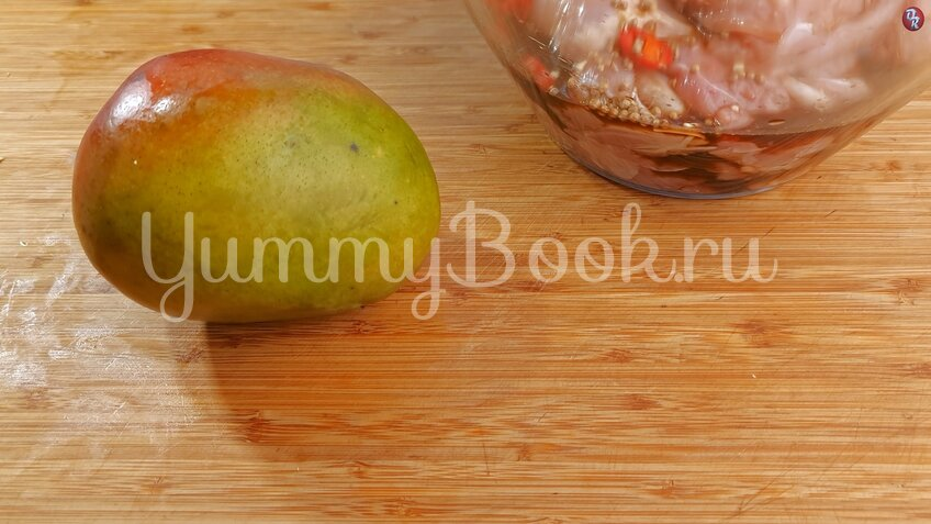 Шашлык из курицы в маринаде из манго - шаг 6