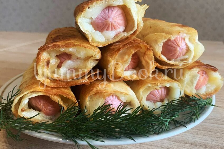 Сосиски в лаваше в картофельно-сырной шубке