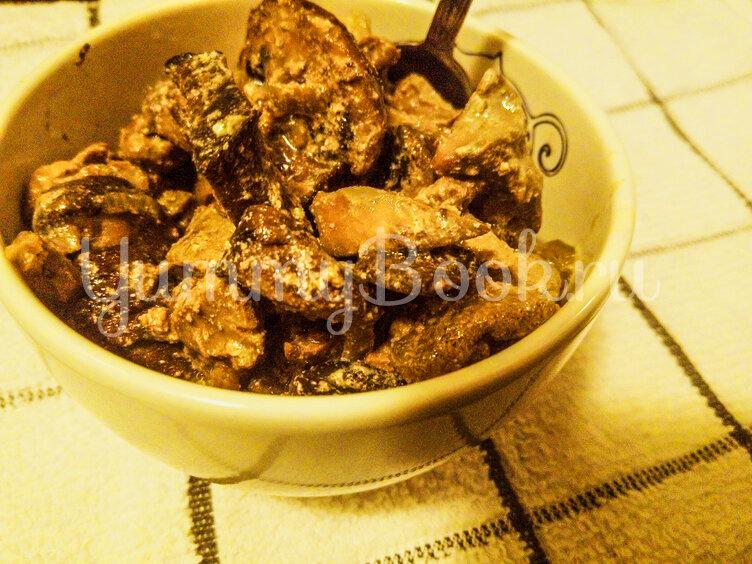 Печень куриная с грибами в сметанном соусе - шаг 7