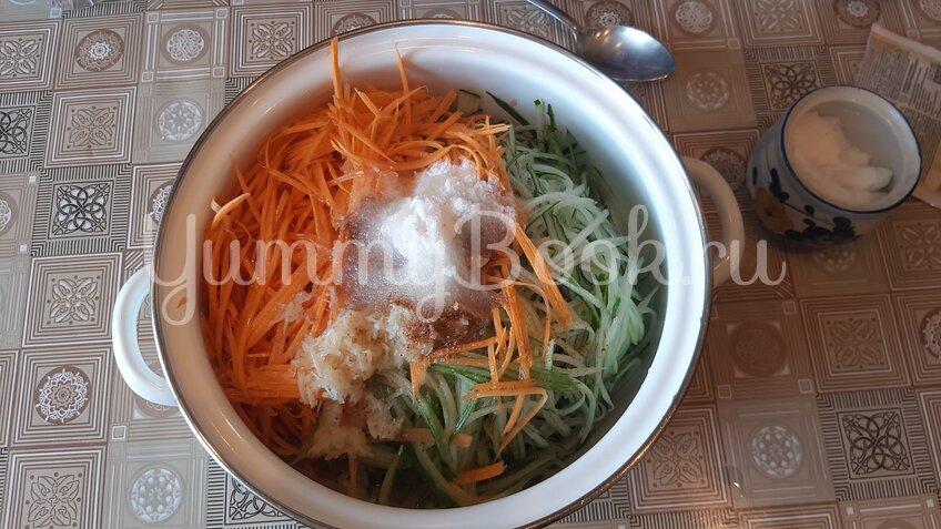 Салат на зиму «Огурцы с морковью по-корейски»  - шаг 2