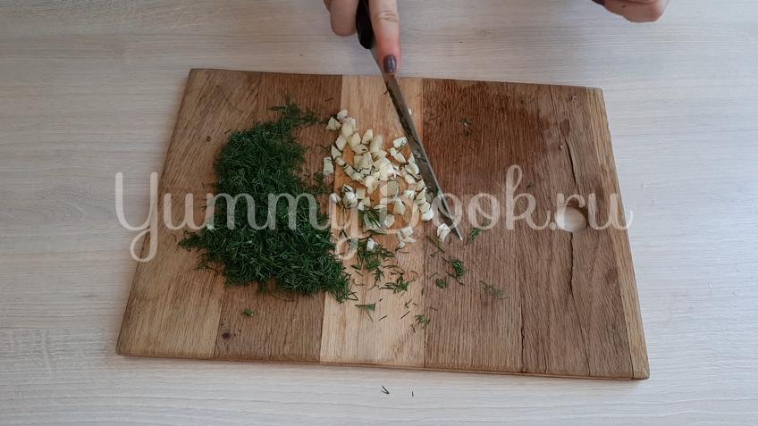 Салат из маринованных куриных желудков  - шаг 3