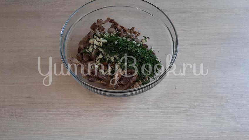 Салат из маринованных куриных желудков  - шаг 4