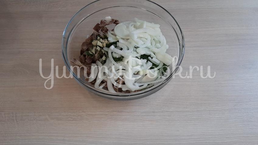 Салат из маринованных куриных желудков  - шаг 5