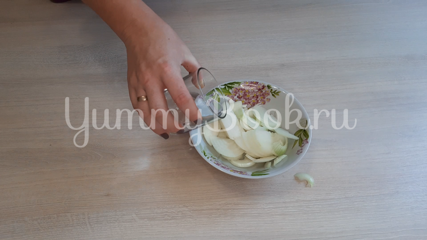 Салат из маринованных куриных желудков  - шаг 2