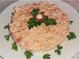 Салат с куриным филе, помидорами и сыром