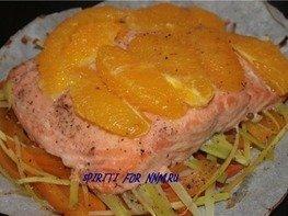 Ароматный лосось с овощами