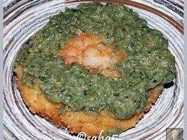 Рыбные зразы с креветками под зеленым соусом