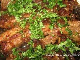 Свиные ребрышки в медово-соевом соусе