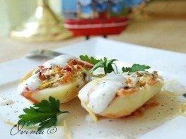 Картофель фаршированный брынзой и яйцами