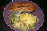 Овощи с соусом под картофельным пюре с сыром
