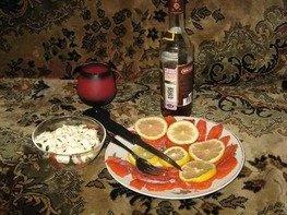 Салат с креветками и форелью с лимоном