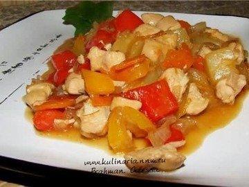 Куриное филе в кисло-сладком соусе.