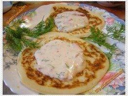 Оладьи кабачковые под сырным соусом