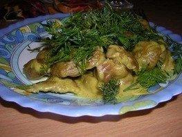 Куриные желудочки под соусом