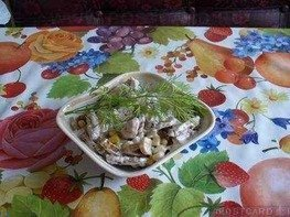 Салат овощной с грибами и сухариками