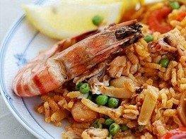 Паэлья с колбасой и морепродуктами