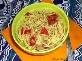 Спагетти с тунцом, чоризо и перцем