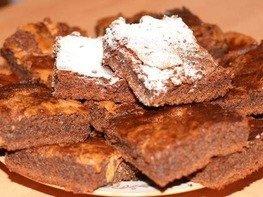 Шоколадные брауни с арахисовыми завитками