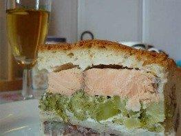 Пирог с рыбой и брокколи.