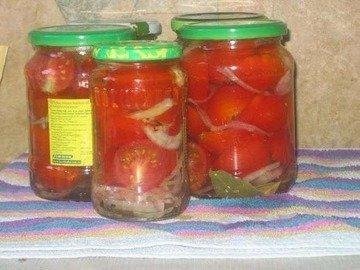 Маринованные помидоры с луком в растительном масле