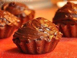Шоколадные маффины с кремом