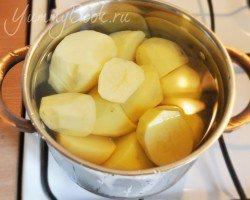 Зразы картофельные с грибами и луком - шаг 1