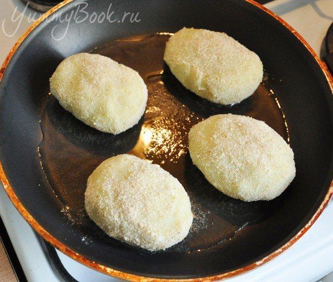 Зразы картофельные с грибами и луком - шаг 6