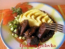 Тушеная говядина с остро-сладкой подливой из чернослива