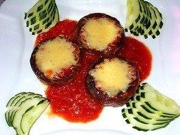 Грибы запеченные с сыром в томатном соусе