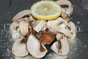 Лосось с грибами запеченный в фольге - шаг 2